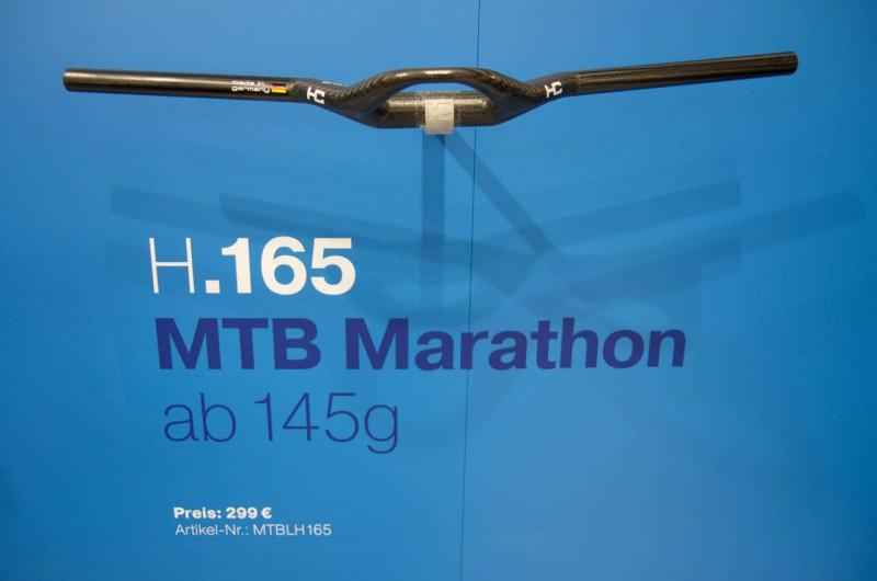Haero Carbon von der Schwäbischen Alb prsentiert den H.165, einen 165g leichten Carbonlenker mit ungewohnter Aerogriffposition für MTBs