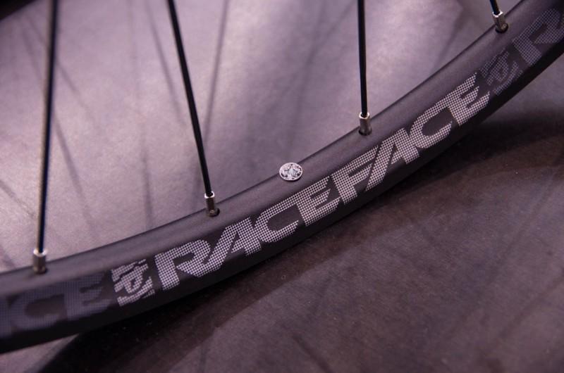 RaceFace_02_Der LRS ist zwar keine eigene Entwicklung, je nach Verkaufszahlen wird aber darüber nachgedacht, in Zukunft eigene Laufräder zu entwickeln und zu bauen